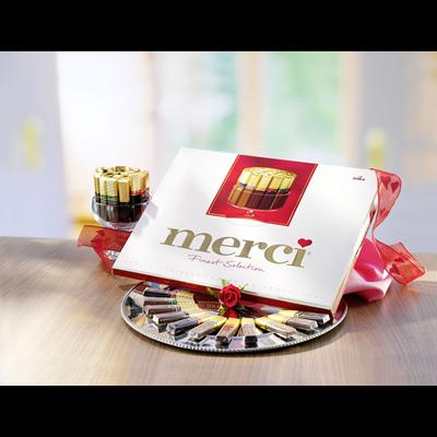 Grosspackung Merci Finest Selection Große Vielfalt gefüllte und nicht gefüllte Schokoladen-Spezialitäten 10 x 675 g Schachtel = 6,75 kg