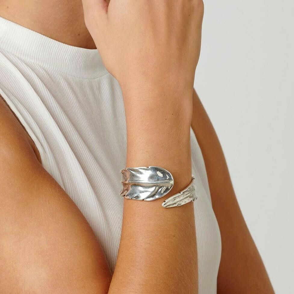 Uno de 50 Feather Cuff Bracelet