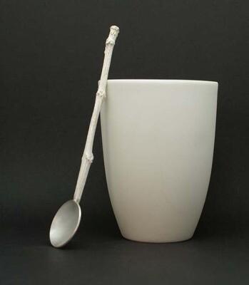 Set aus Kaffeelöffel und Becher aus Biskuit-Porzellan
