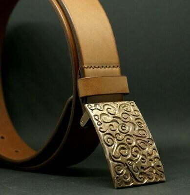 Gürte mit Schließe aus Bronze