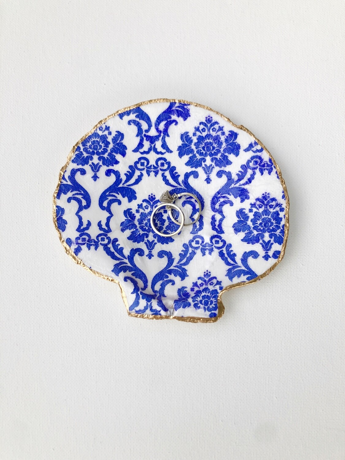 Chinoiserie Scallop Shell