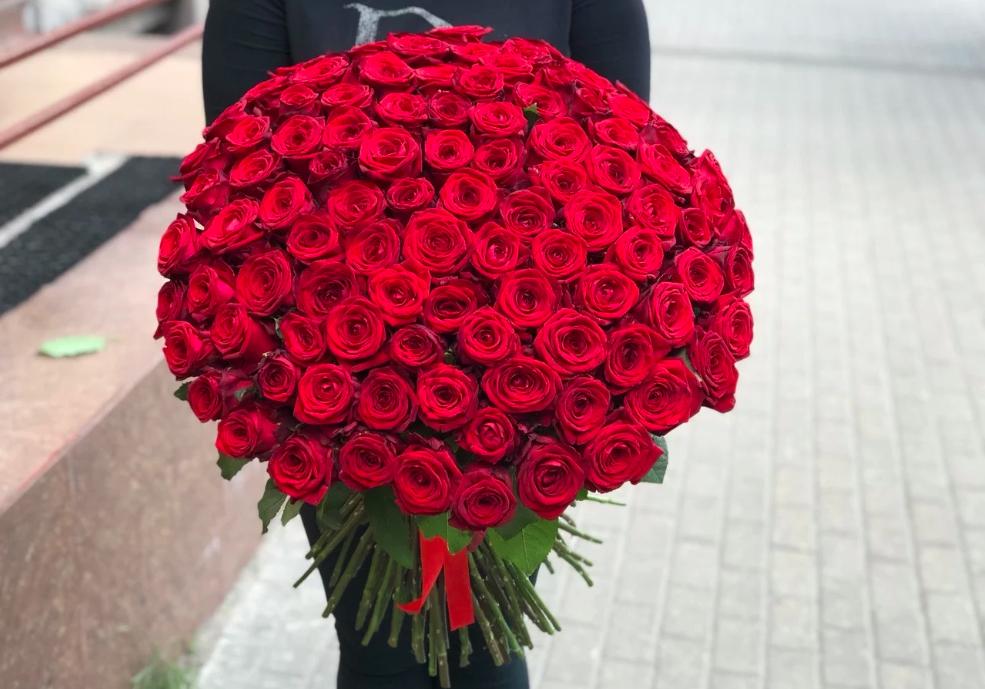101 роза (России) Ред Наоми 60 см