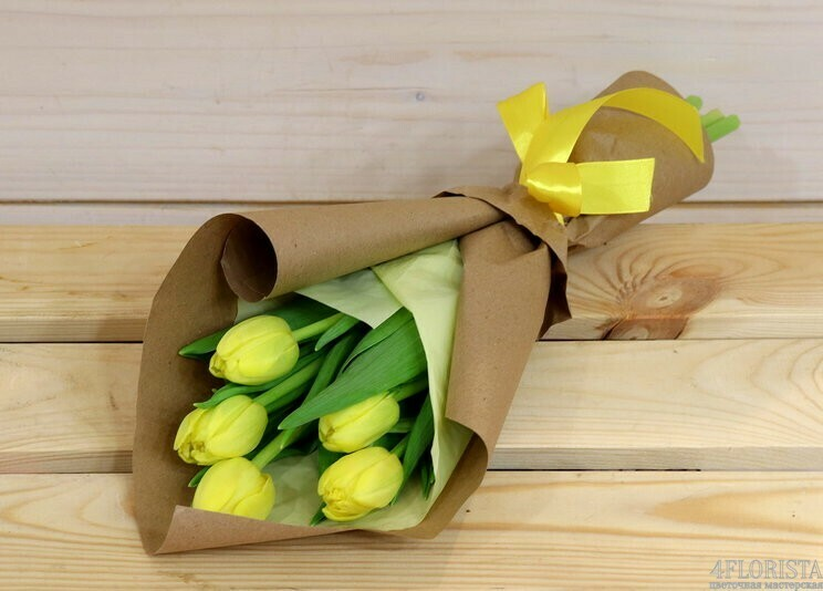 5 жёлтых тюльпанов