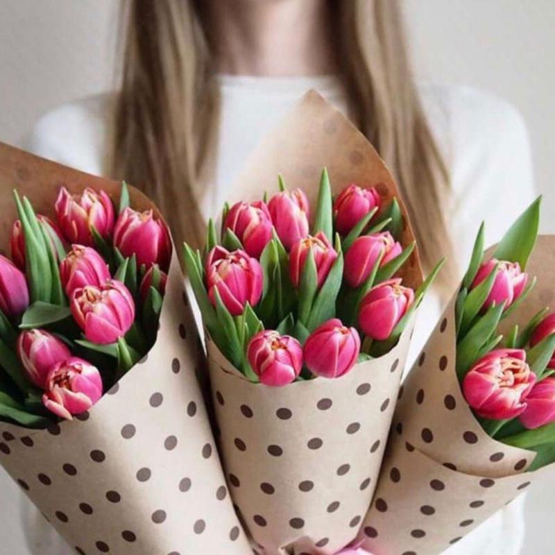 9 розовых пионовидных тюльпанов в крафте
