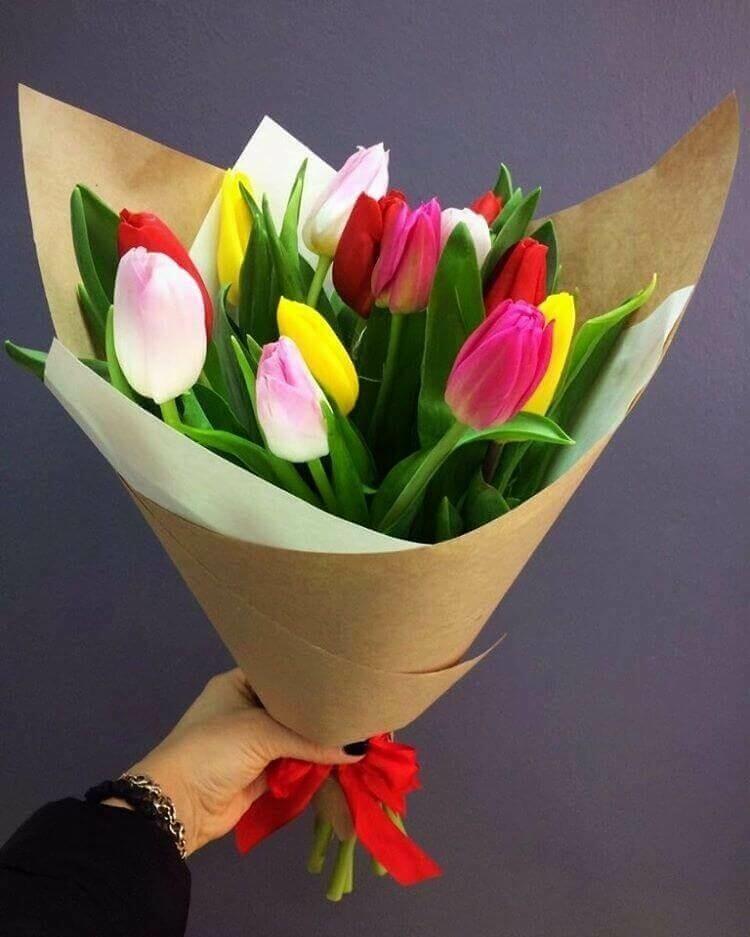 15 разноцветных тюльпанов в крафте