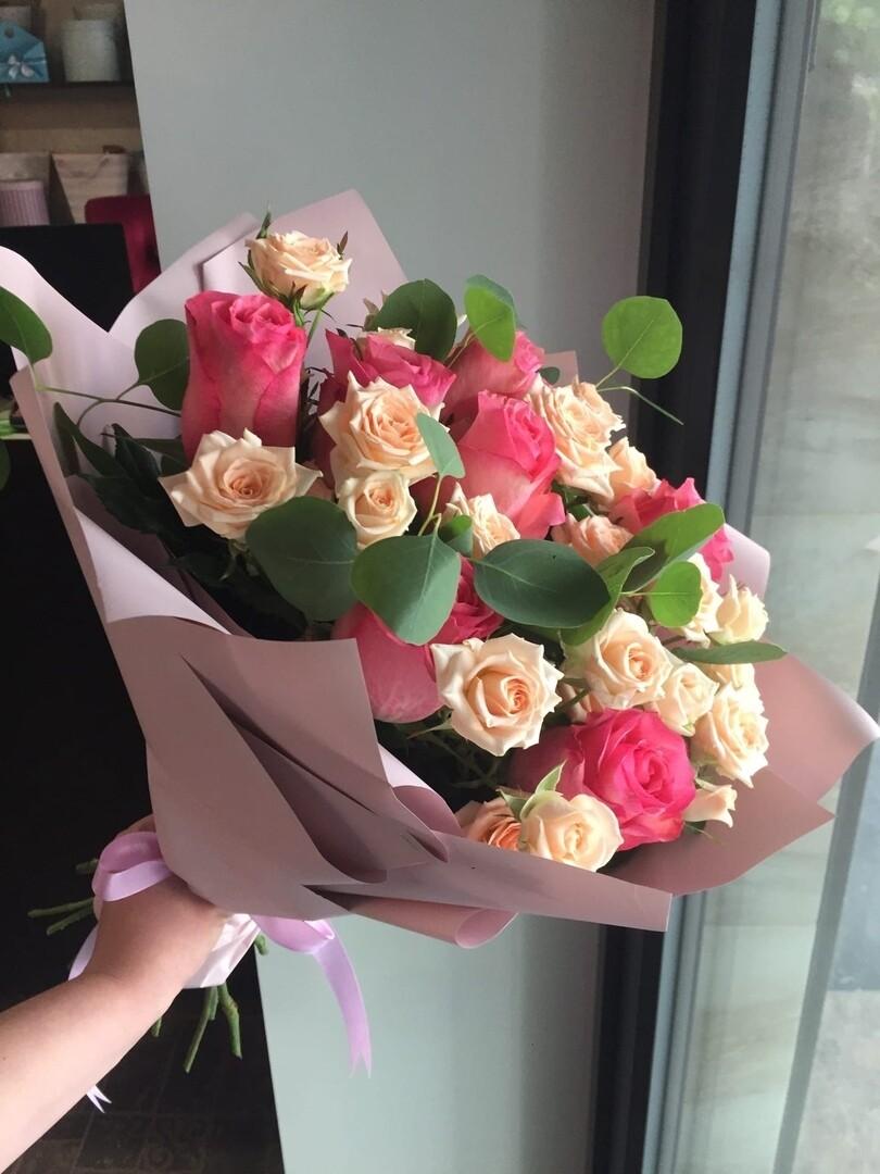 Дуо букет роз Эквадор и кустовых роз