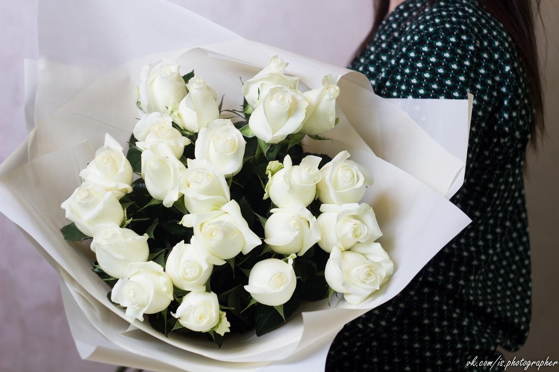 "Букет белых роз 60 см 25 шт ""Praud"""
