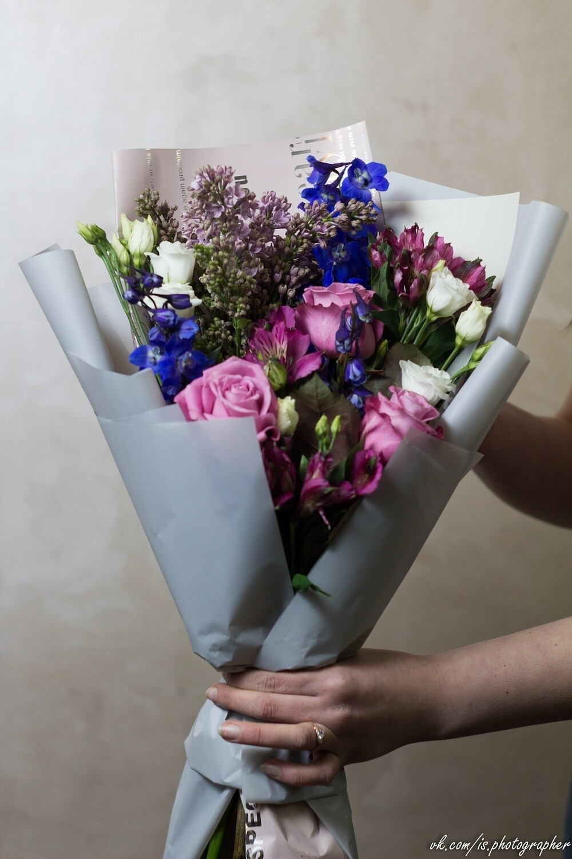 """Авторский букет """"Винсенте"""" в сиреневом цвете с ароматной сиренью и интересной экзотикой"""