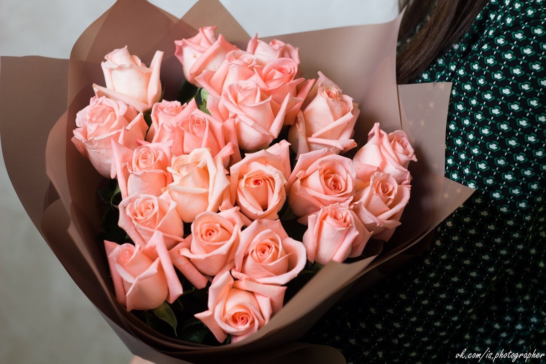 """Букет розовых роз """"Энгажемент"""" 25 шт"""