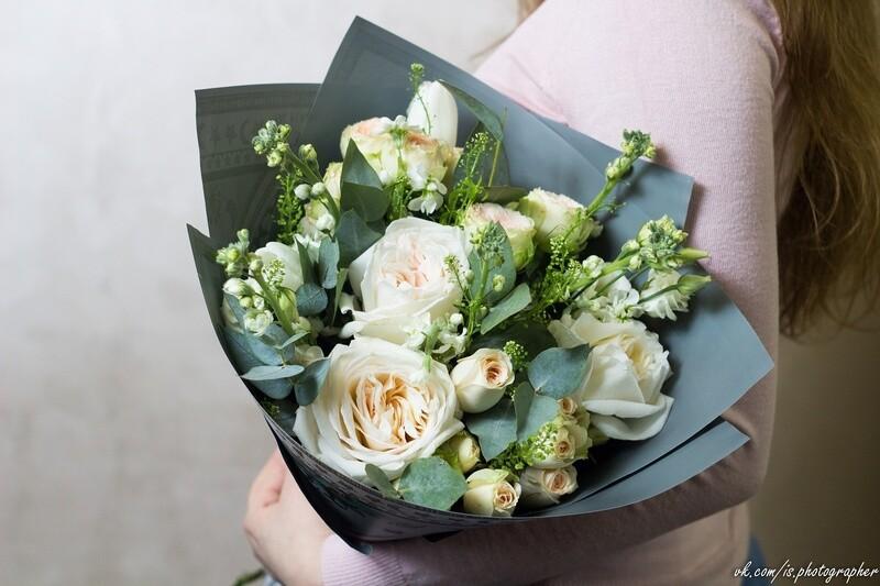 """Авторский букет с пионовидной розой и маттиолой """"Нидерланды"""""""
