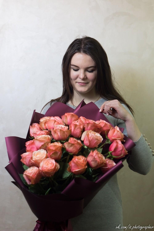 """Букет чайных пионовидных  роз """"Kahala"""" 25 шт"""