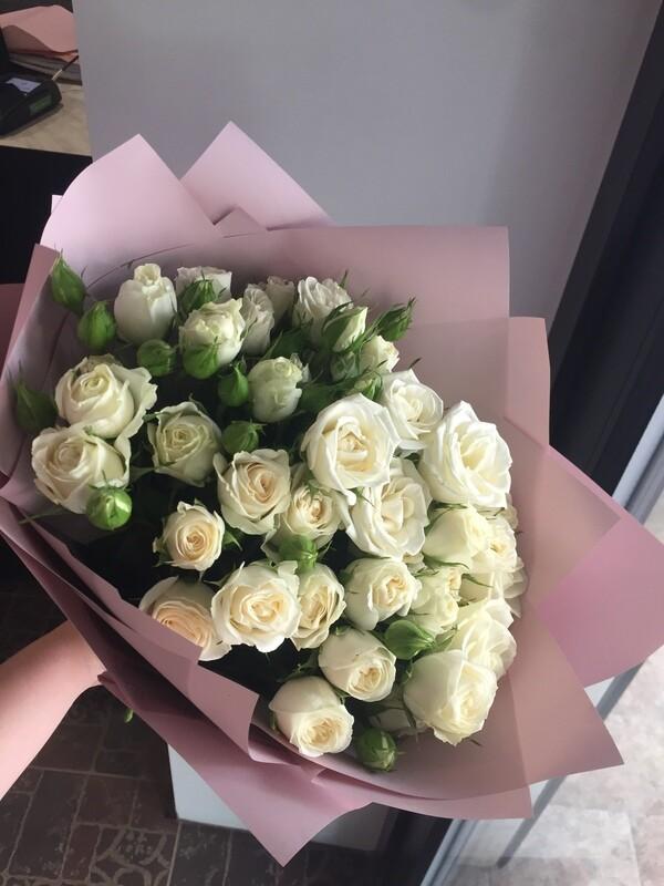 """Букет белых кустовых роз """"Цефей"""""""