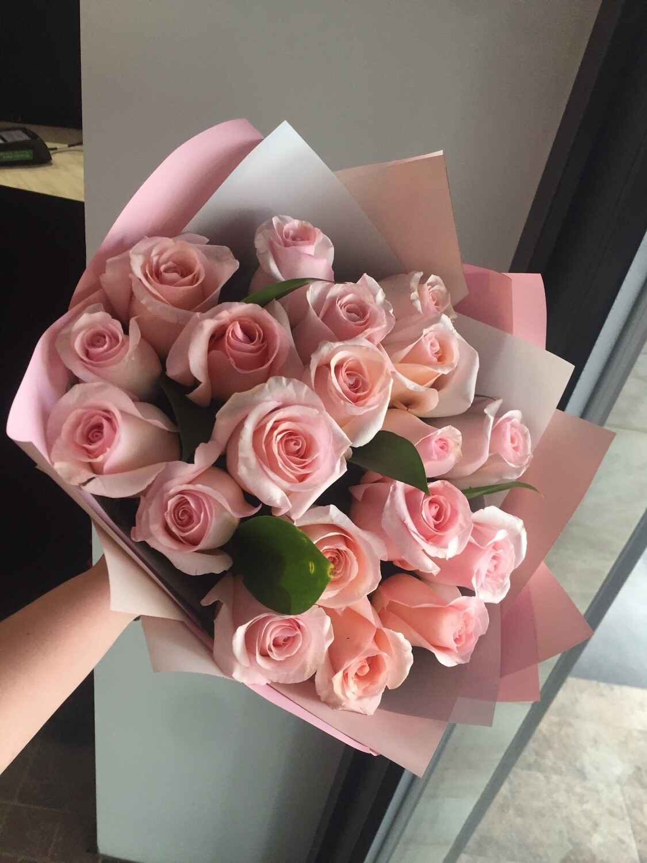 19 нежных элитных роз (Эквадор) 60см