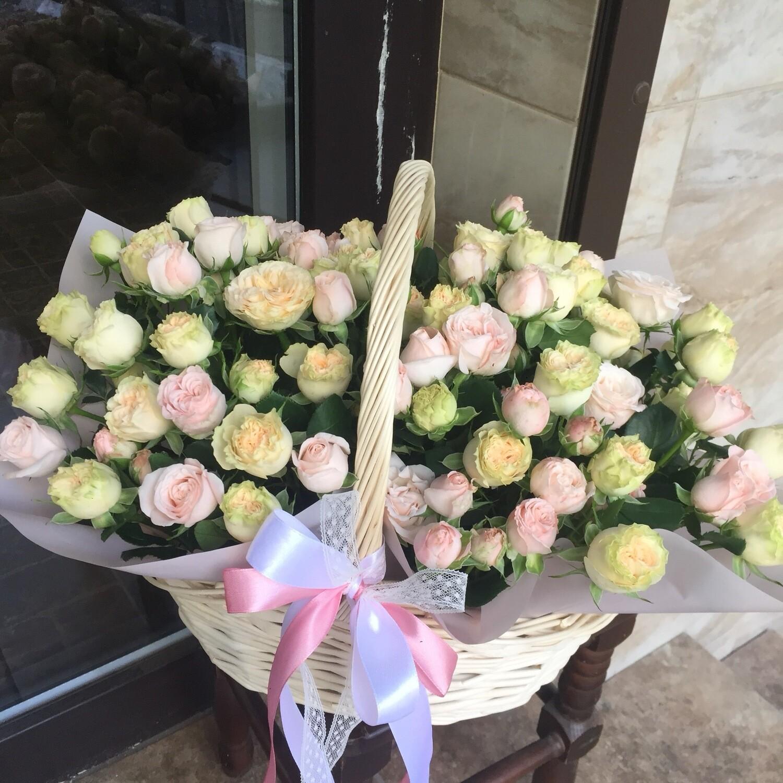 Корзина пионовидных кустовых роз «Амарилис»