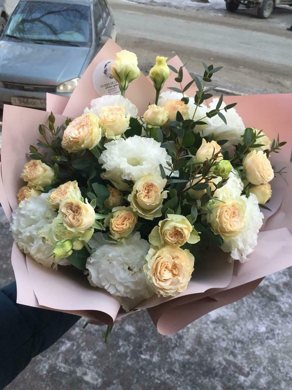 Дуобукет из кустовой розы и эустомы