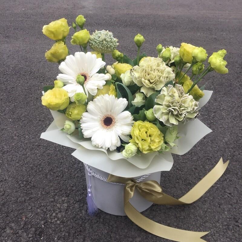 Цветы в коробке «Люссиан»