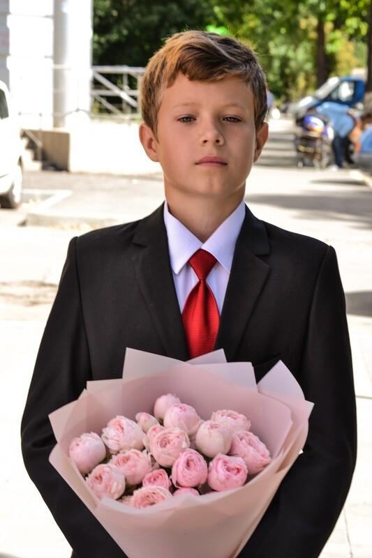 Букет нежных кустовых роз