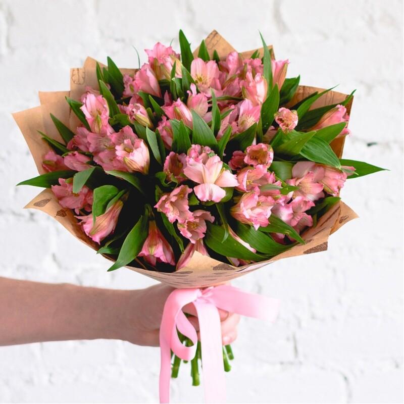 Букет розовых альстромерий