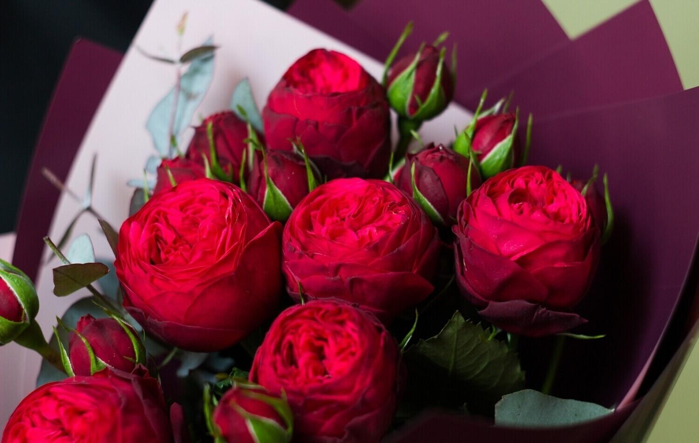 """Букет пионовидных красных кустовых роз """"Red Piano"""""""