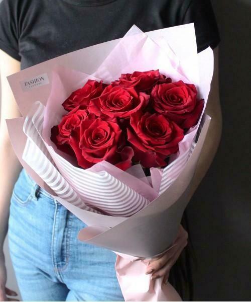 9 красных роз Эксплорер 60 см