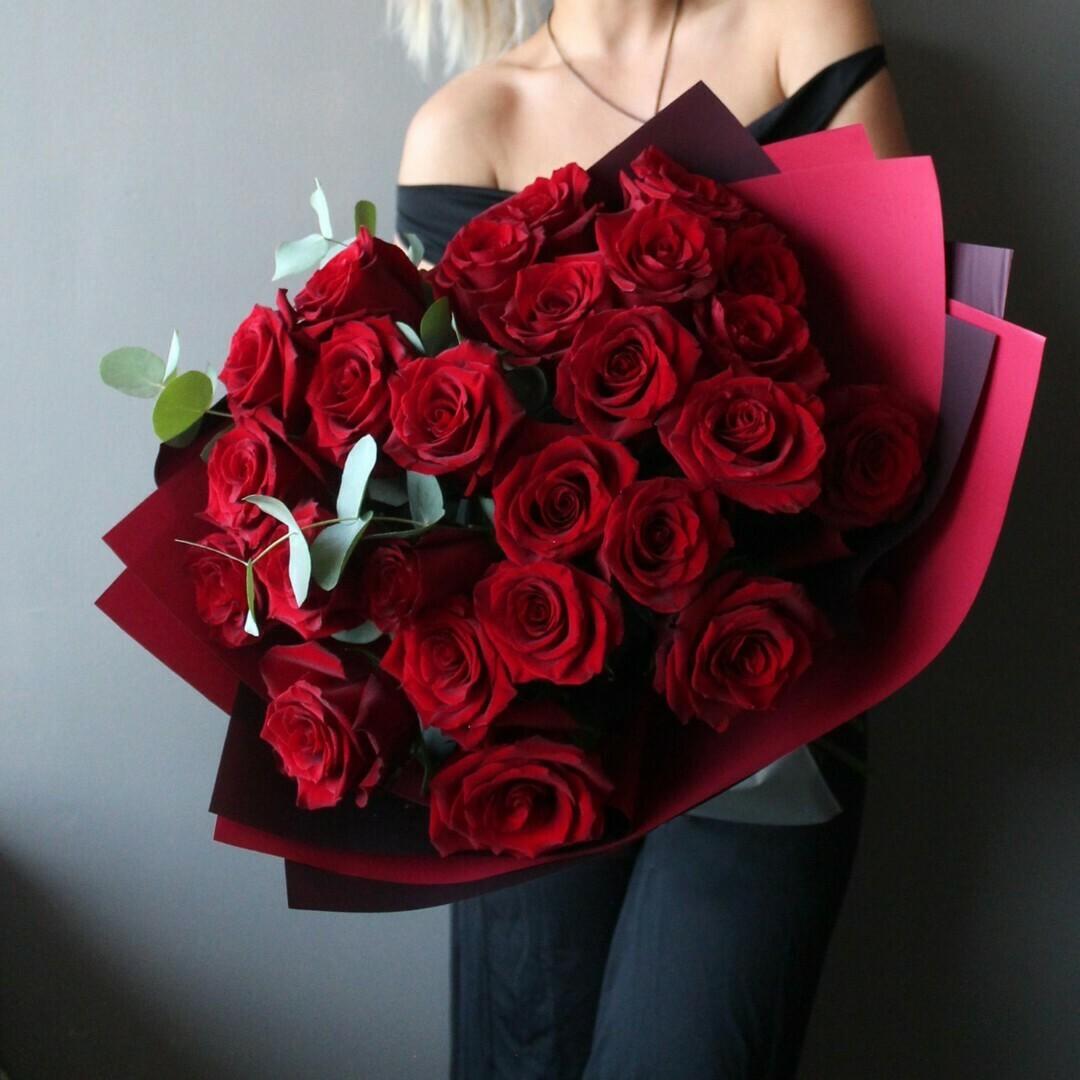 25 красных роз Эксплорер 60 см