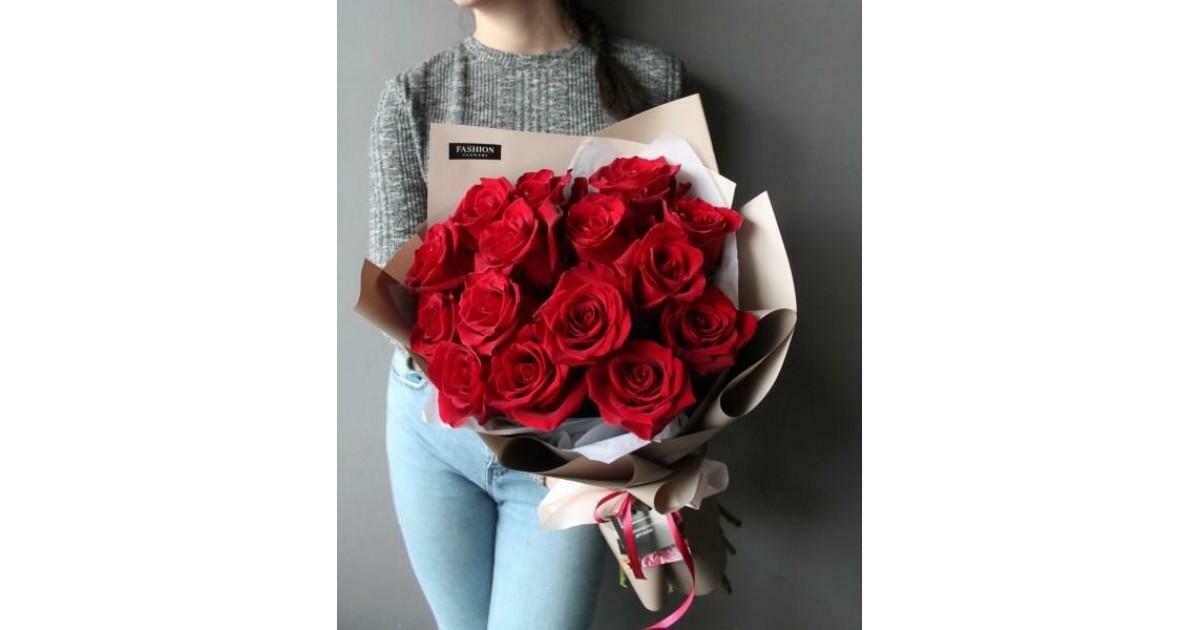 15 красных роз Эксплорер 60см