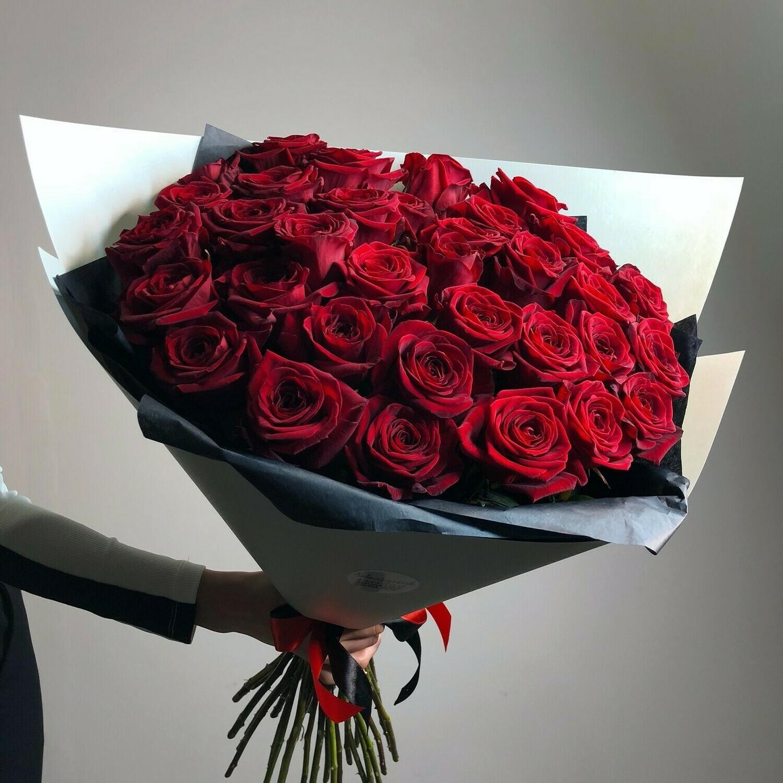 35 красных роз Эксплорер 60 см