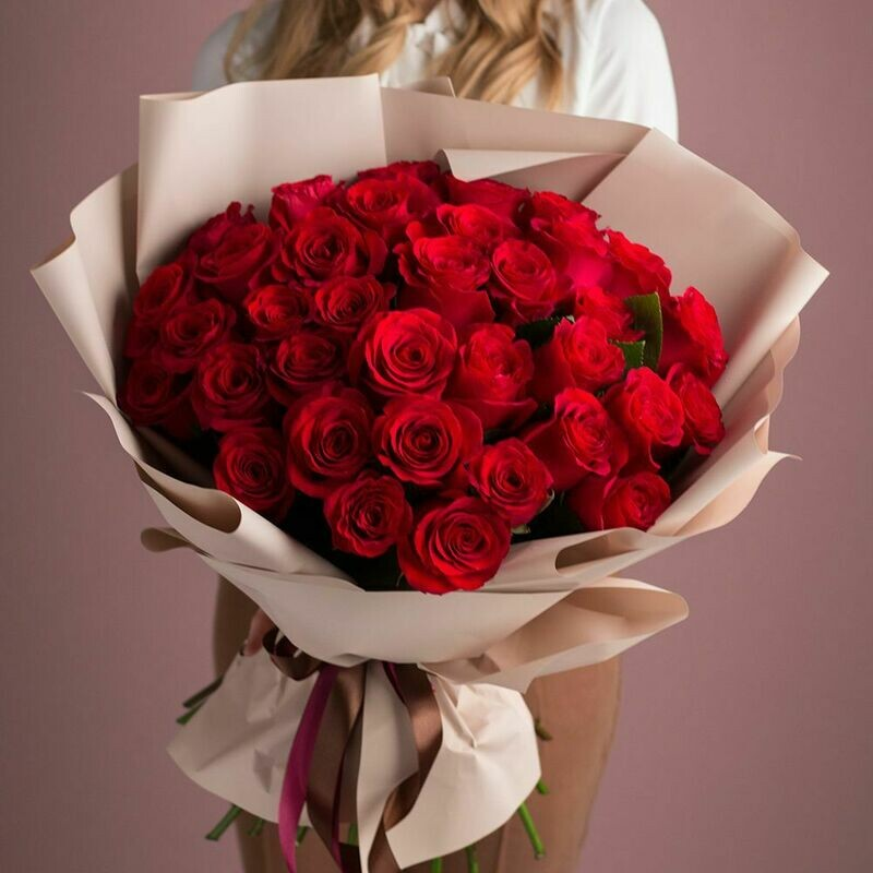 31 красная роза Эквадор 60 см