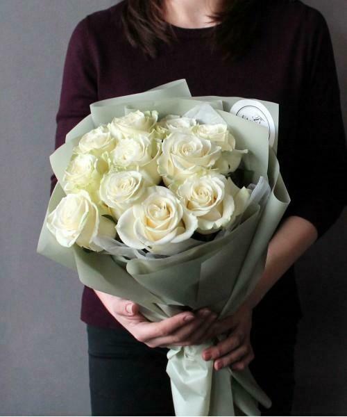 11 белых роз Эквадор Мондиаль 60 см
