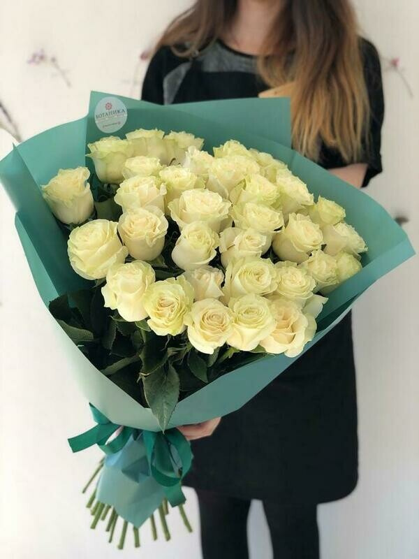 35 белых роз Мондиаль 60 см