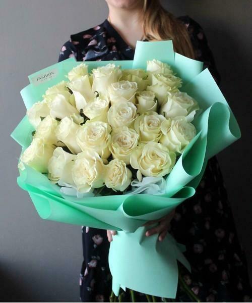 21 белая роза Мондиаль 60 см