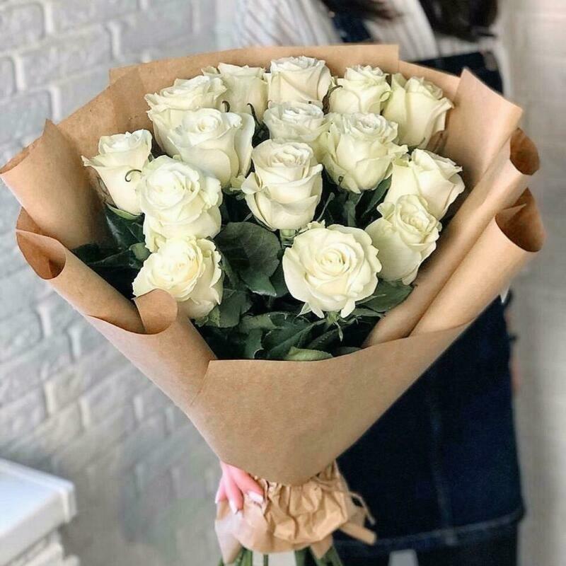 15 белых роз Мондиаль 60 см