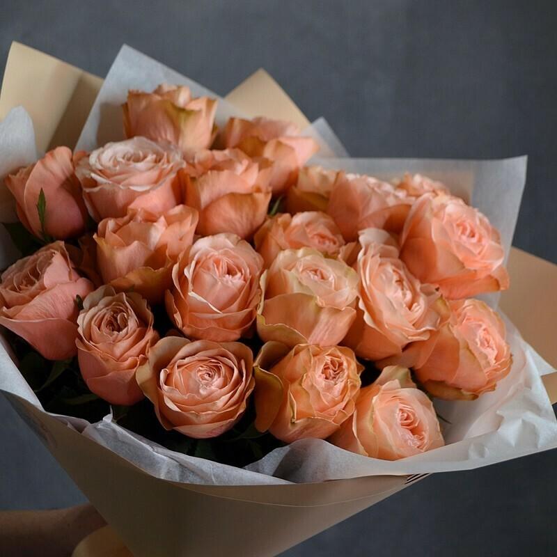 19 персиковых пионовидных роз Эквадор