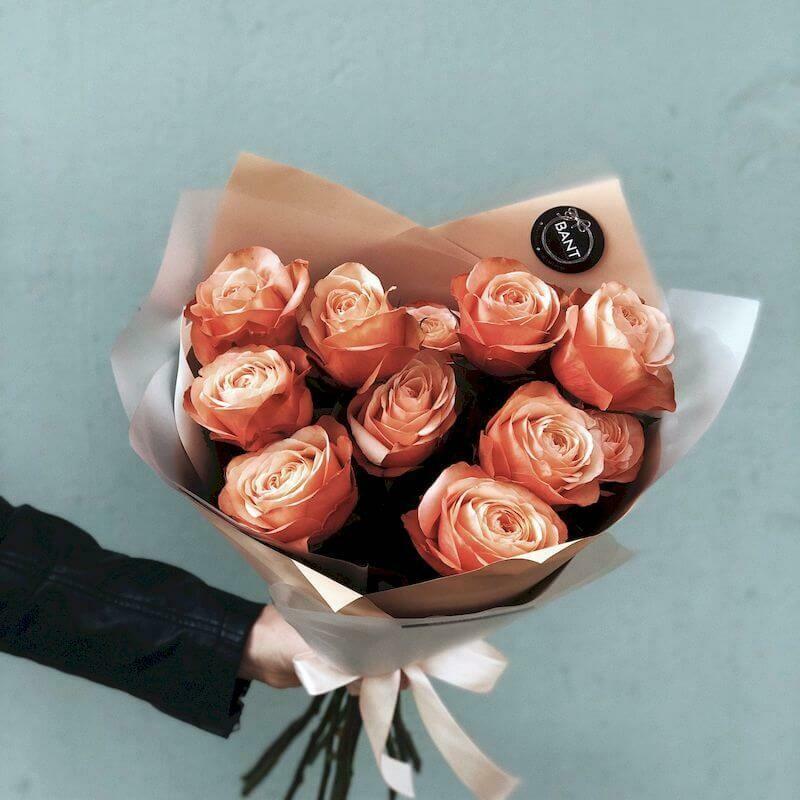 11 персиковых пионовидных роз Эквадор