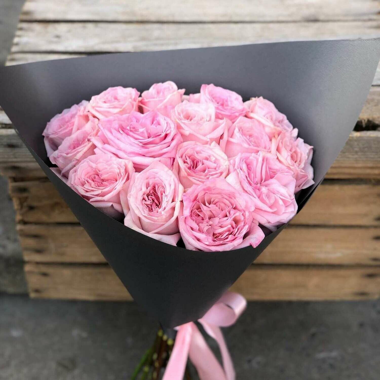 15 нежных пионовидных роз