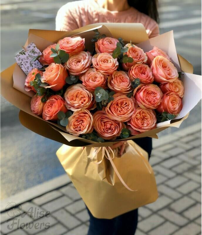 23 персиковой пионовидной розы Эквадор с эвкалиптом