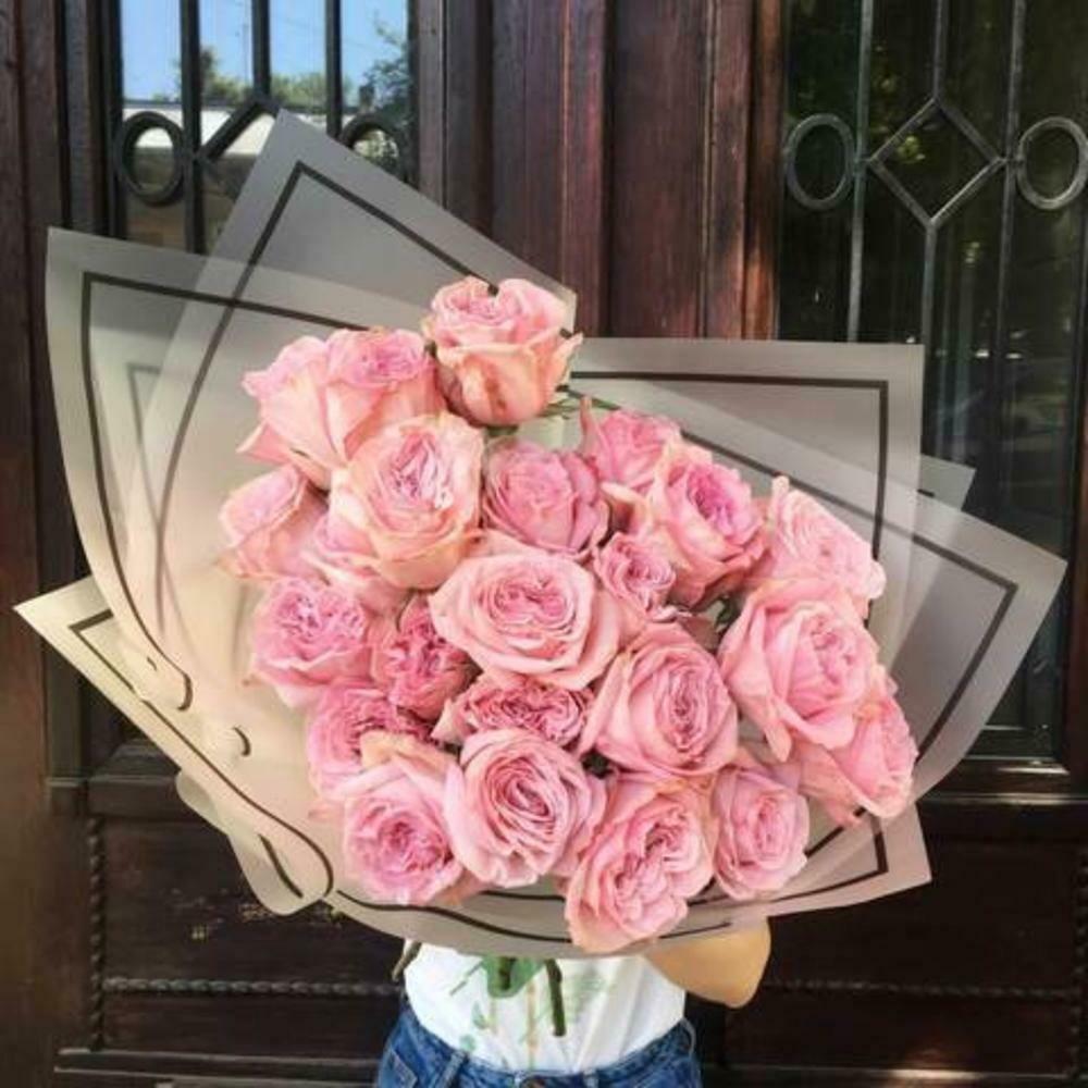 19 нежных пионовидных роз Эквадор