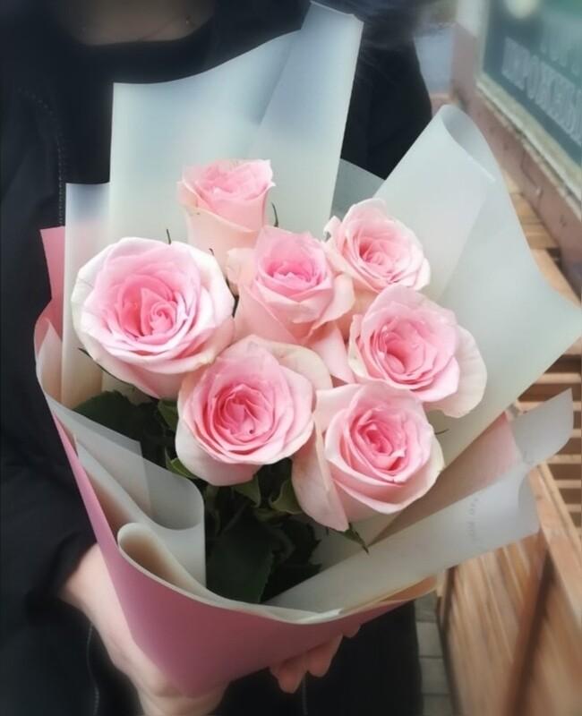 7 нежных роз Эквадор