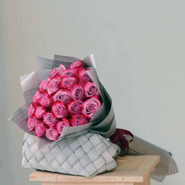21 сиреневая роза Эквадор