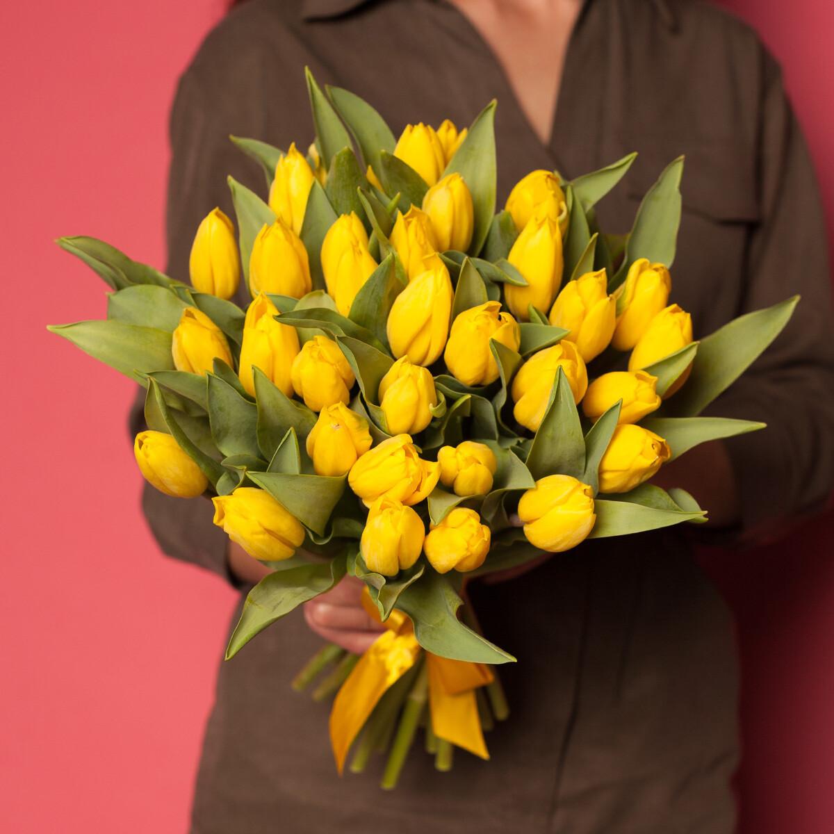 35 жёлтых тюльпанов