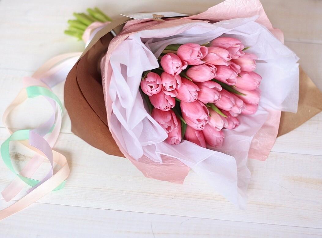 25 нежных тюльпанов