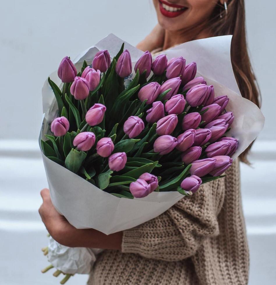39 сиреневых тюльпанов