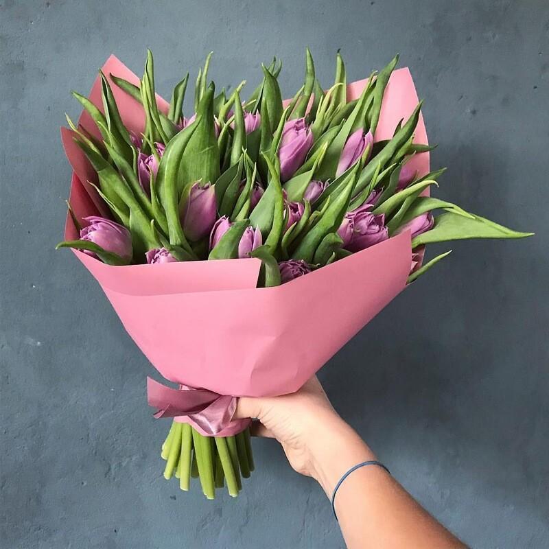 19 сиреневых тюльпанов