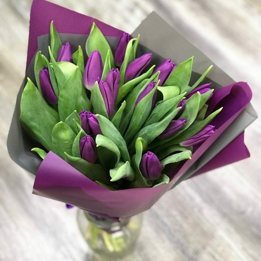 17 сиреневых тюльпанов