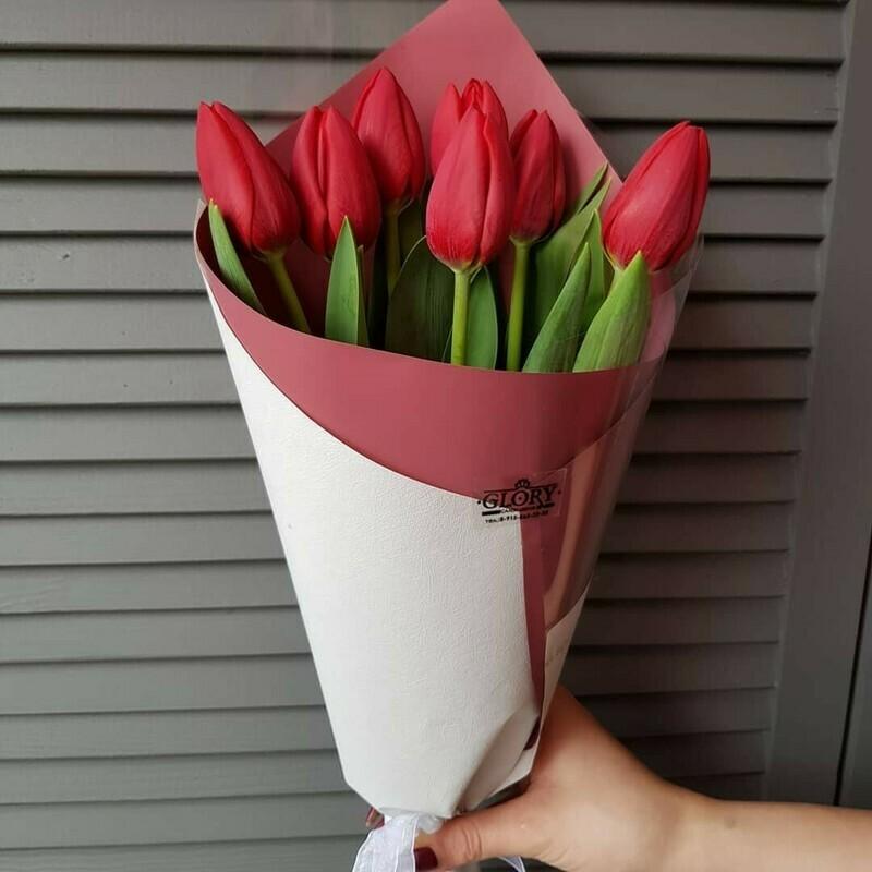 7 красных тюльпанов