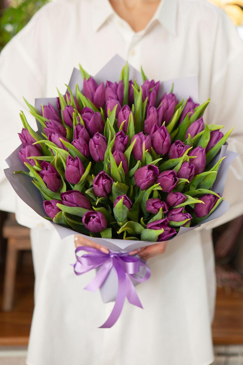 49 сиреневых тюльпанов
