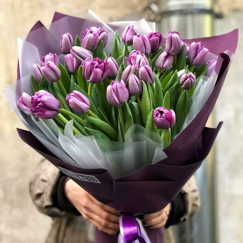 27 сиреневых тюльпанов