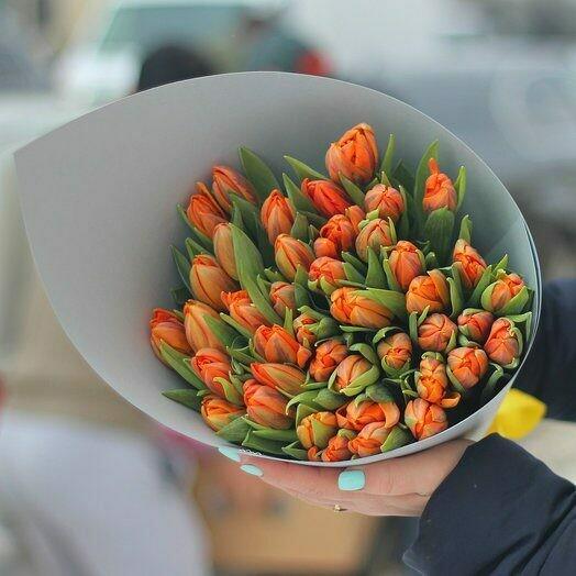 45 оранжевых тюльпанов