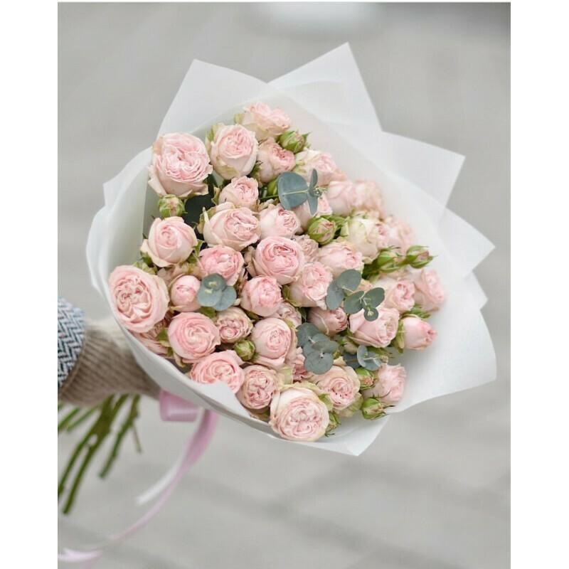 9 нежных пионовидных кустовых роз