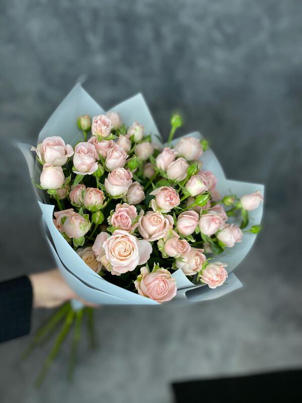 Букет кустовых пионовидных роз 9шт
